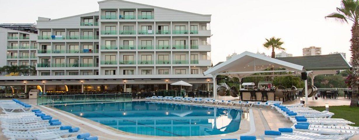Club-Hotel-Falcon-Genel-141851
