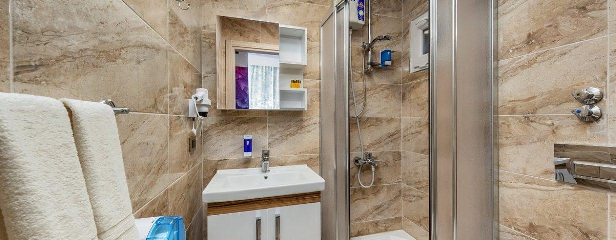 deluxe-room-bath